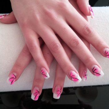 Gelnägel, Acrylnägel, Pinkes Motiv. Fotograf: Nadja Maisl Nail Styling: Nadja Maisl   Entire Beauty