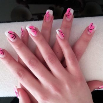 Gelnägel, Acrylnägel, Pinkes Motiv. Fotograf: Nadja Maisl Nail Styling: Nadja Maisl | Entire Beauty